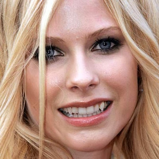 "The Top 10 Hottest Girls with ""Bad"" Teeth"
