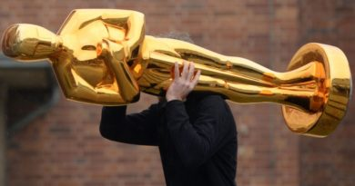 Weird Things Academy Award Winning Actors Have Done With Their Oscar Statues