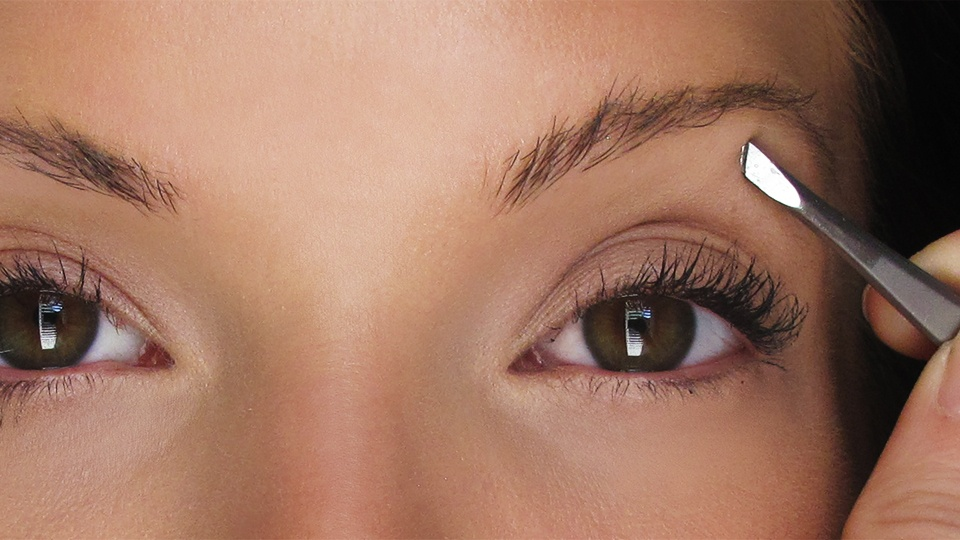 You're Plucking Your Brows Wrong, But It's Okay – We Can Fix It