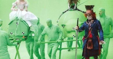 15 Hilarious Photos Of Actors Pretending To Interact With CGI