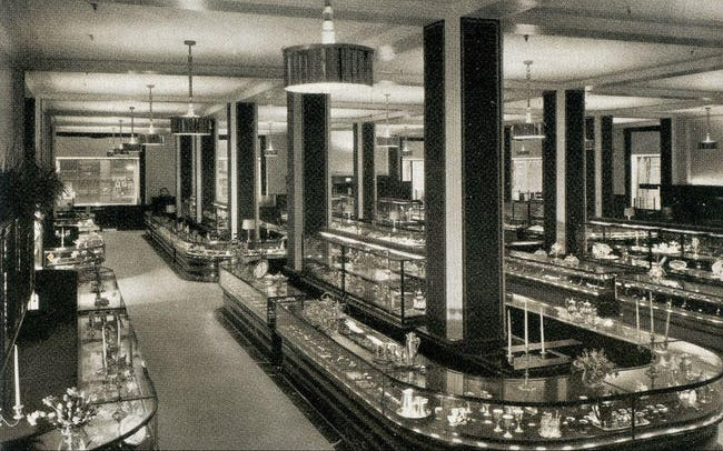 20 Striking Photos Showing How Department Stores Have Evolved Through History