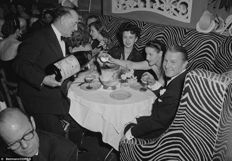 30 Timeless Photos Of Classic New Year's Eve Parties